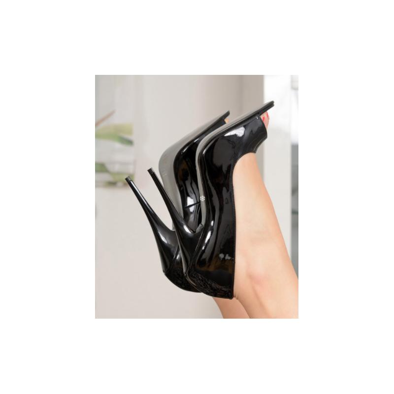 Black fetish agressive sandals