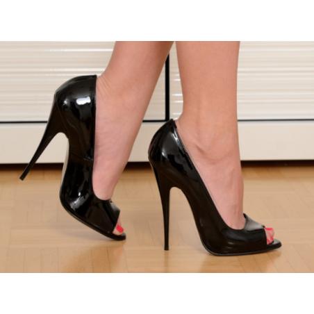 Black goddess agressive sandals